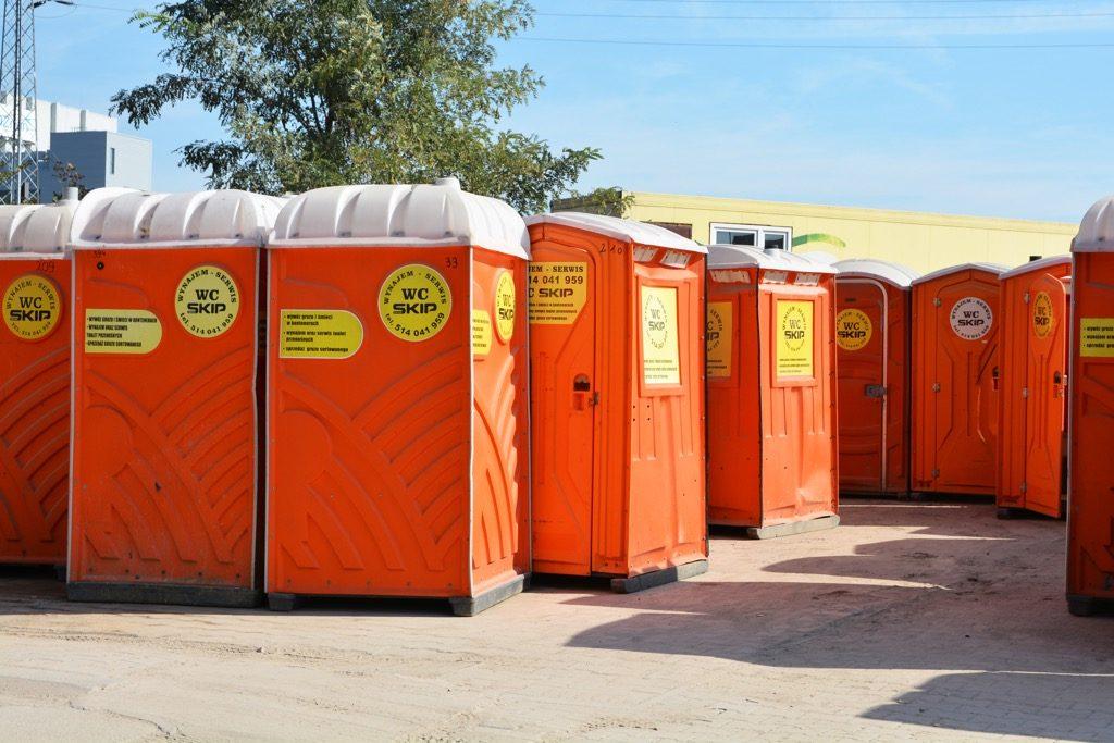 Atrakcyjna oferta wynajmu toalet przenośnych